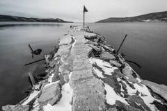 Vecchio pilastro al mare Fotografia Stock Libera da Diritti