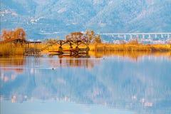 Vecchio pilastro di pesca sul lago Massaciuccoli Torre del Lago Puccini Immagine Stock Libera da Diritti