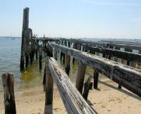 Vecchio pilastro sulla fine di Cape Cod su Fotografia Stock Libera da Diritti