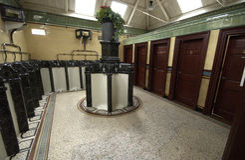 Vecchio pilastro vittoriano Scozia di Rothesay delle toilette delle terraglie Immagini Stock