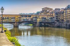 Vecchio ponte перед заходом солнца Флоренцией Стоковое Фото