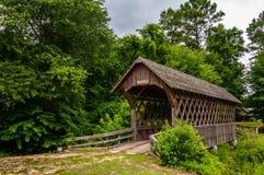 Vecchio ponte coperto di legno nell'Alabama fotografie stock libere da diritti