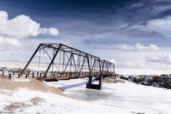 Vecchio ponte del ferro sulle alte pianure di colorado immagini stock libere da diritti