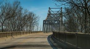 Vecchio ponte della portata dell'acciaio e del ferro Fotografie Stock Libere da Diritti