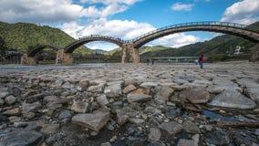 Vecchio ponte di legno di KINTAI Immagini Stock