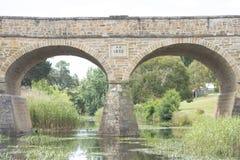 Vecchio ponte di pietra storico a Richmond, Tasmania immagini stock libere da diritti