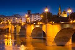 Vecchio ponte sopra l'Ebro nella sera Logrono Immagini Stock Libere da Diritti