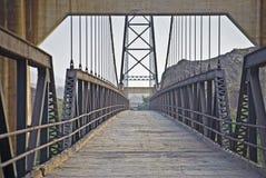 Vecchio ponte sospeso sopra il fiume di Gila Fotografia Stock