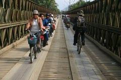 Vecchio ponticello attraverso il fiume di Mekong a Luang Prabang Fotografie Stock Libere da Diritti