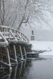 Vecchio ponticello del nord in neve fotografia stock libera da diritti