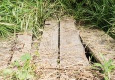 Vecchio ponticello di legno fondo, ambiente immagine stock libera da diritti
