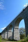 Vecchio ponticello ferroviario di pietra Immagine Stock