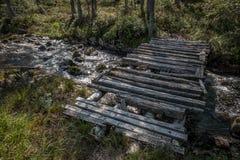Vecchio ponticello sopra il fiume immagine stock