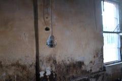 Vecchio portalampada d'ottone fotografie stock libere da diritti