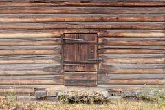 Vecchio portello di granaio di legno Immagini Stock Libere da Diritti