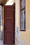 Vecchio portello di legno aperto Fotografia Stock