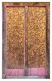 Vecchio portello di legno con arte tailandese Fotografia Stock