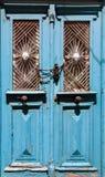Vecchio portello di legno con gli ornamenti di metallo Immagini Stock Libere da Diritti