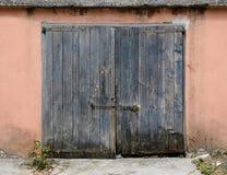 Vecchio portello di legno del garage Fotografia Stock