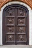 Vecchio portello di legno intagliato fotografia stock