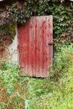 Vecchio portello rosso di legno Fotografie Stock Libere da Diritti