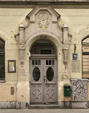 Vecchio portico nello stile di stile Liberty Riga, Latvia Immagine Stock