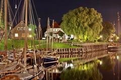 Vecchio porto di carolinensiel alla notte immagine stock