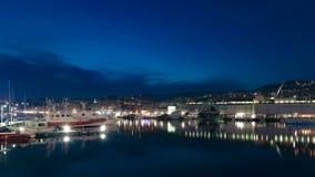 Vecchio porto di Genova, Italia alla notte immagini stock libere da diritti