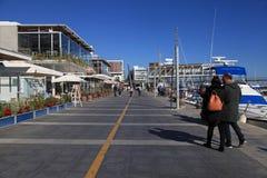 Vecchio porto di Limassol con i ristoranti e gli yacht moderni, Cipro fotografia stock
