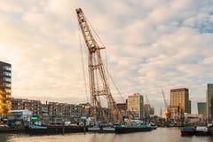 Vecchio porto nel centro di Rotterdam Immagini Stock