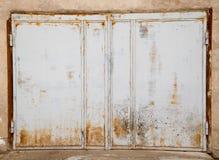 Vecchio portone del ferro come contesto fotografia stock libera da diritti