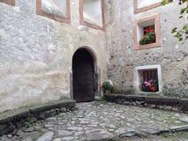 Vecchio portone del ferro in un castello Fotografia Stock Libera da Diritti