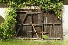 Vecchio portone di giardino di legno Fotografia Stock