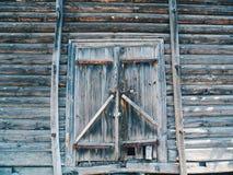 vecchio portone di legno d'annata Fotografie Stock Libere da Diritti
