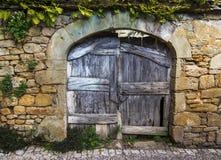 Vecchio portone di legno rustico Fotografia Stock Libera da Diritti