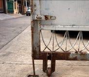 Vecchio portone di parcheggio Immagini Stock