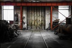 Vecchio portone industriale del metallo Immagini Stock Libere da Diritti