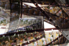 Vecchio positivo una striscia di pellicola da 16 millimetri su fondo bianco Fotografia Stock