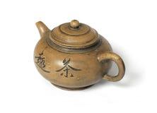 Vecchio POT cinese del tè isolato su bianco fotografie stock