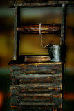 Vecchio pozzo di legno fotografia stock libera da diritti