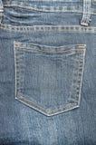 Vecchio primo piano della tasca delle blue jeans Fotografia Stock