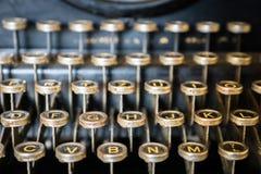 Vecchio primo piano della tastiera di macchina da scrivere immagine stock