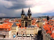 Vecchio quadrato del centro di Staromestske a Praga immagini stock libere da diritti