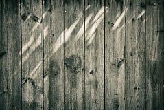 Vecchio recinto di legno con il fondo dei punti luminosi Fotografia Stock Libera da Diritti