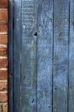 Vecchio recinto di legno stagionato macchiato blu Fotografia Stock Libera da Diritti