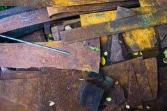 Vecchio residuo di metallo sul residuo-mucchio Fotografie Stock Libere da Diritti