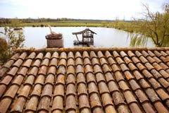 Vecchio reticolo delle mattonelle di tetto dell'argilla in Spagna Fotografia Stock