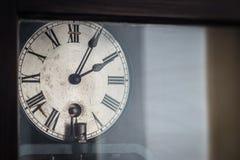 Vecchio retro orologio con i numeri romani Fotografia Stock Libera da Diritti