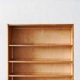 Vecchio retro scaffale di libro di legno vuoto Fotografia Stock Libera da Diritti