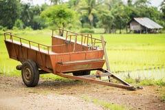 Vecchio rimorchio sul giacimento del riso, Tailandia dell'automobile Fotografia Stock